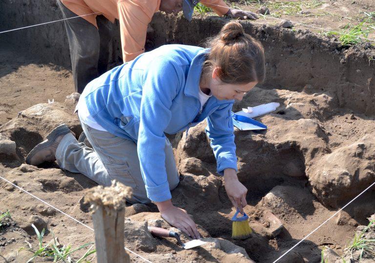 Photograph of Sarah Clayton excavating at Chicoloapan